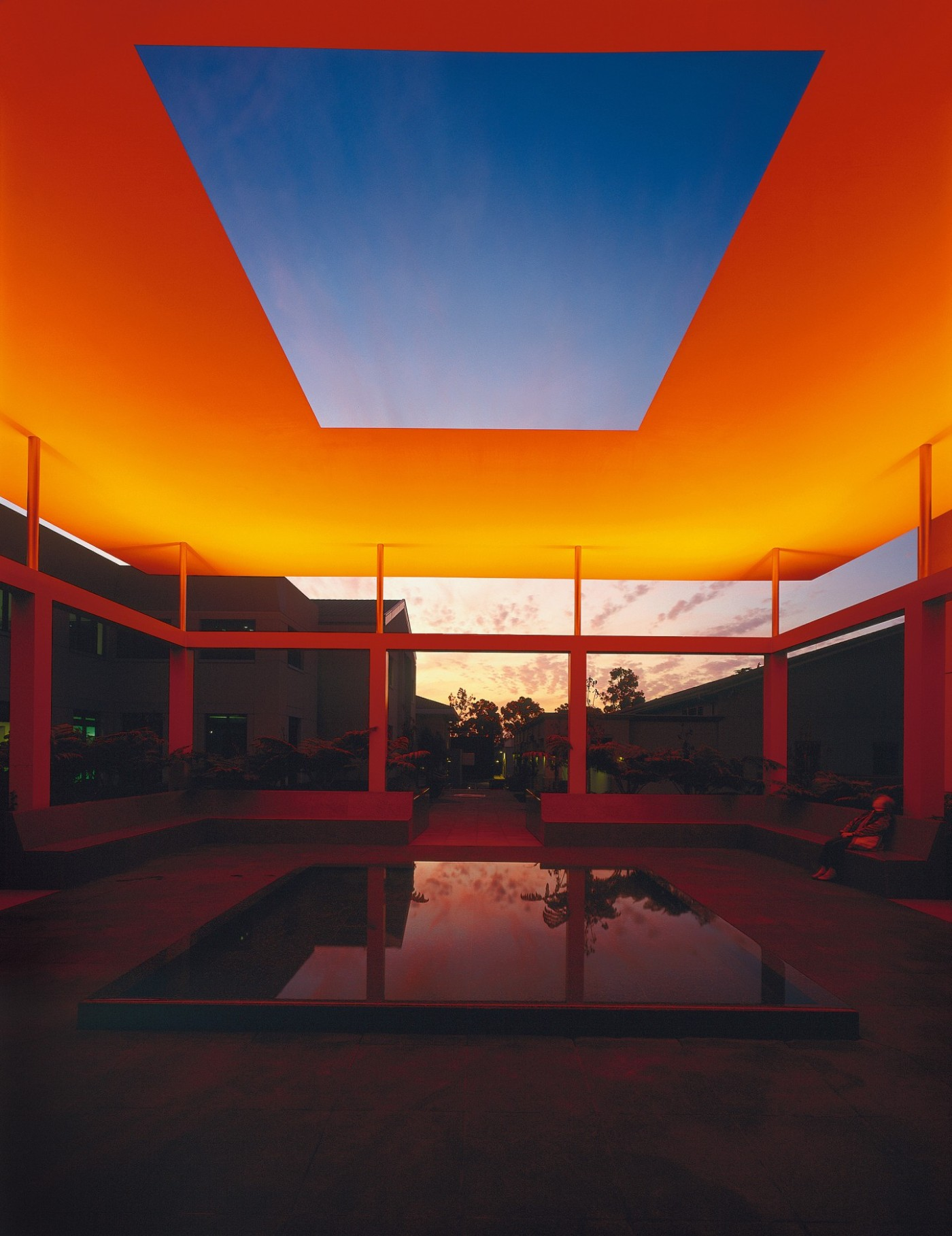 dividing-the-light-2007-james-turrell